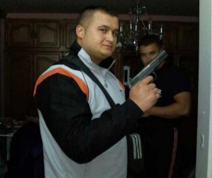 Kabilović s pištoljem