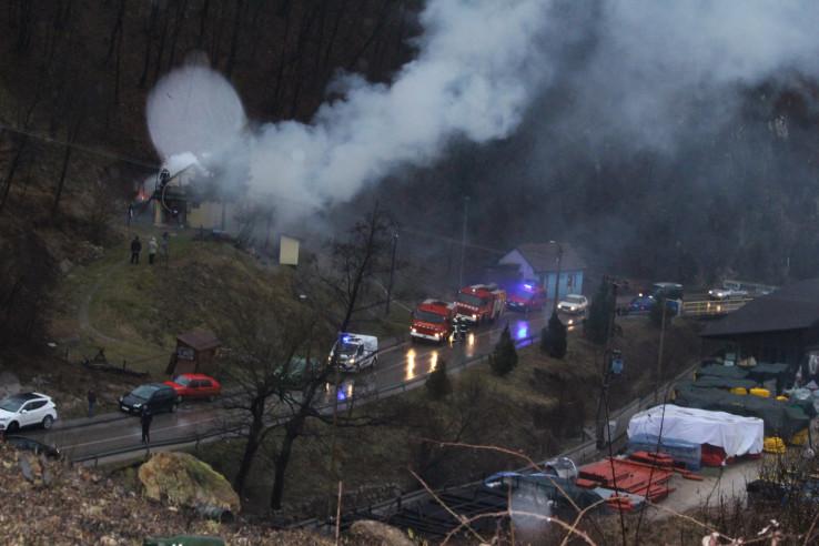 Vatrogasci, policija i komšije u gašenju