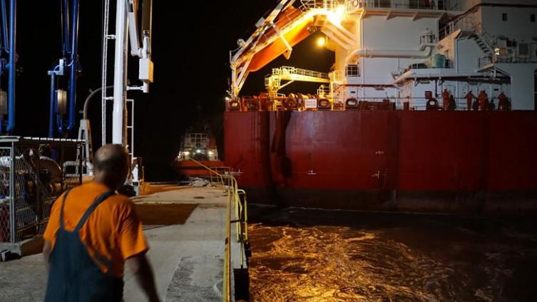 Brod udario u pristanište i sve uništio