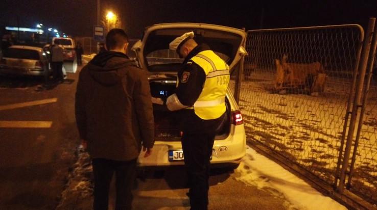 Policajci kontrolirali automobile