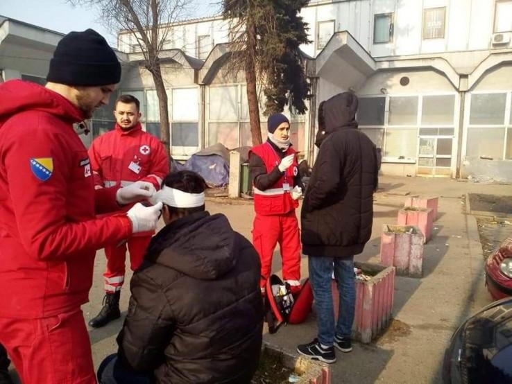 Mobilni timovi Crvenog križa FBiH pružaju pomoć migrantima