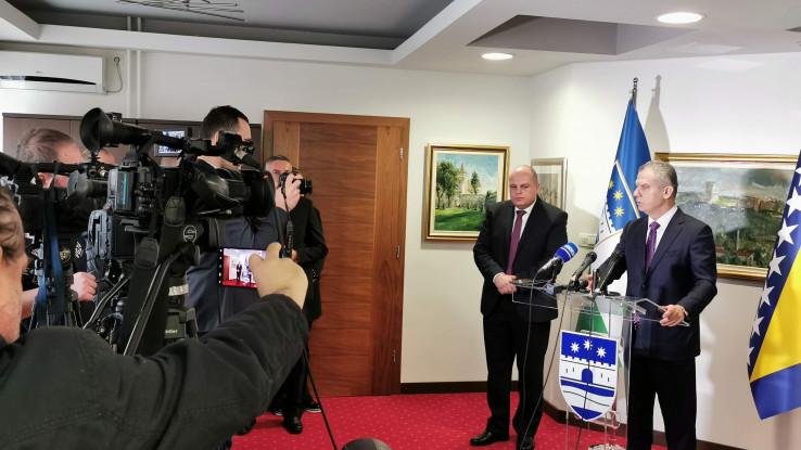 Ministar sigurnosti BiH Fahrudin Radončić jučer je o migrantskoj krizi razgovarao s premijerom USK Mustafom Ružnićem