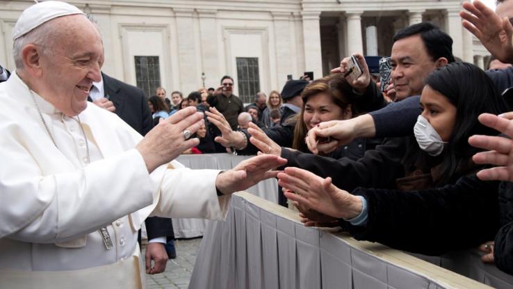 Hiljade okupljenih vjernika nosile zaštitne maske