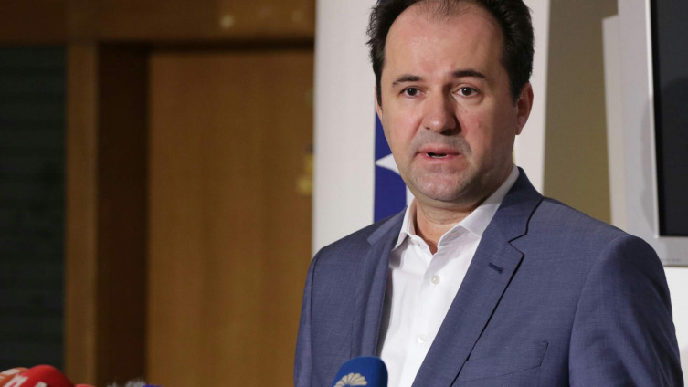Softi: Vučić teško podnosi kritike