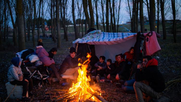 Migranti čekaju na prolazak u EU