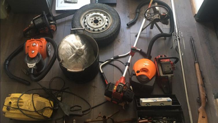 Predmeti pronađeni prilikom pretresa