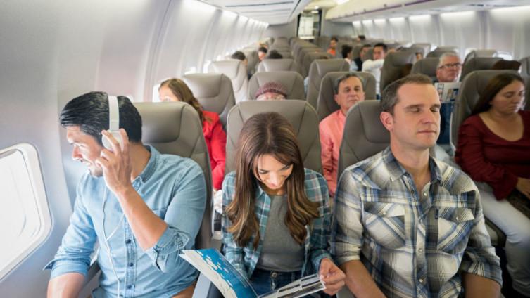Najveća opasnost od zaraze u avionu su sjedenje  dva reda ispred, iza ili pokraj zaražene osobe