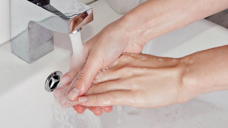 Ne zaboravite oprati cijele ruke pa i područja između prstiju te nokta - Avaz, Dnevni avaz, avaz.ba