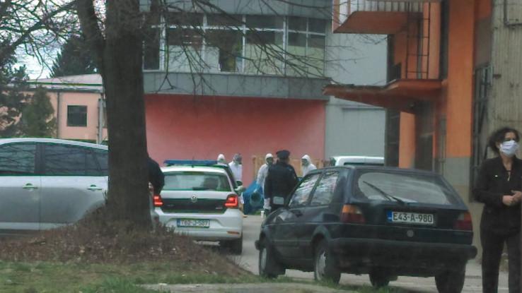 Policija ispred zgrade