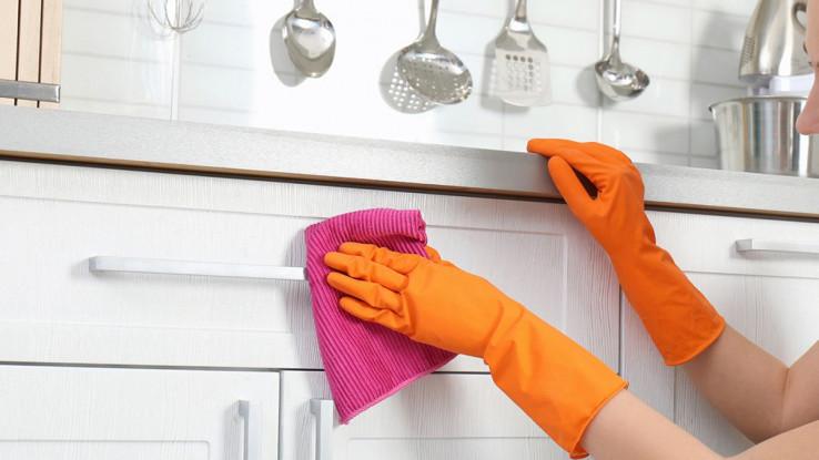 Dezinficirajte radnu površinu u kuhinji