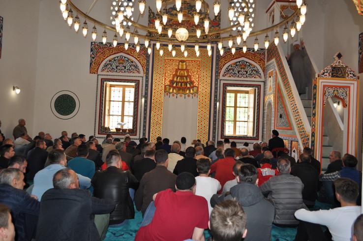U svim džamijama džumi će prisustvovati samo imam, mujezin i članovi džematskog odbora