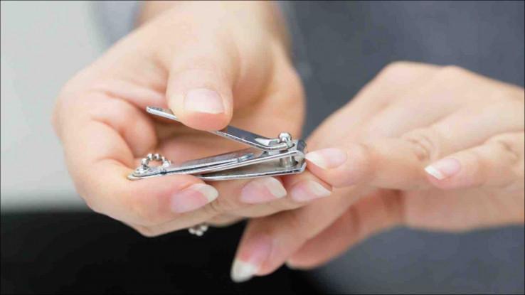Za skraćivanje noktiju koristiti makazice ili noktaricu