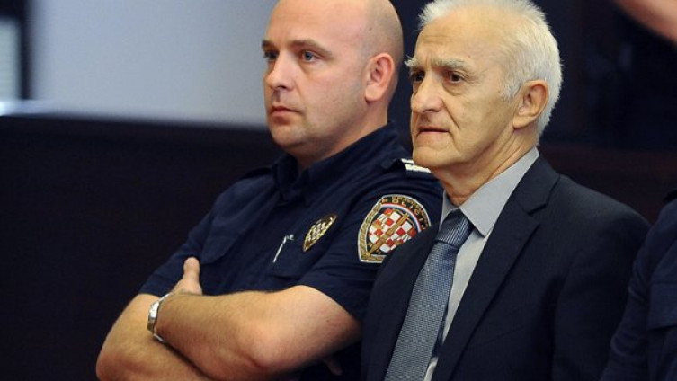 Kapetan Dragan (desno)