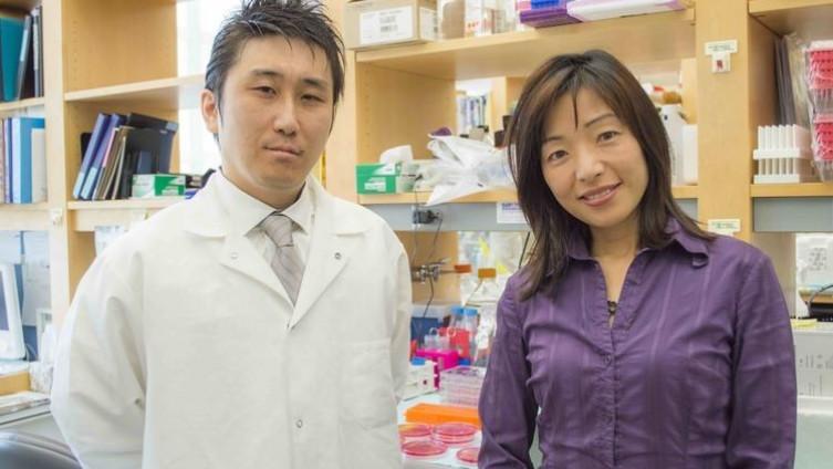 Akiko (desno): Renomirani profesor