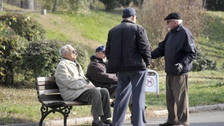 Odobriti kretanje osobama mlađim od 18 godina i osobama starijim od 65 godina u određenom vremenskom periodu