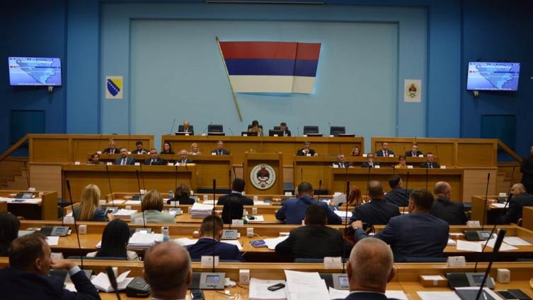 Narodna skupština RS usvojila je spomenute odluke u subotu, 28. marta, na prijedlog Vlade