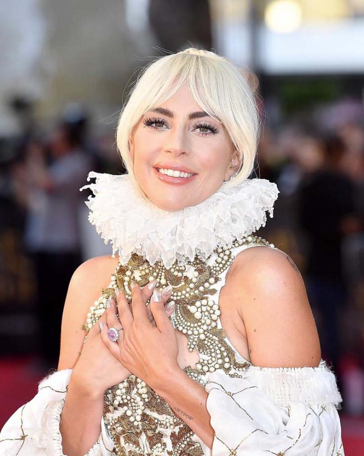 Lejdi Gaga: Historijski događaj 18. aprila