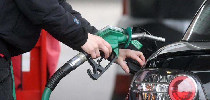 U Hrvatskoj se cijene benzina kreću od 1,98 KM do 2,07 KM, dok je cijena dizela od 2,02 do 2,12 KM