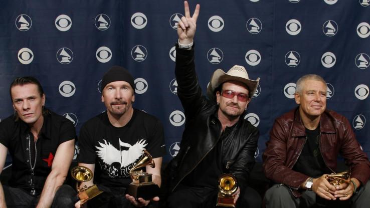 Grupa U2 godinama je uključena u mnoge socijalne i političke projekte