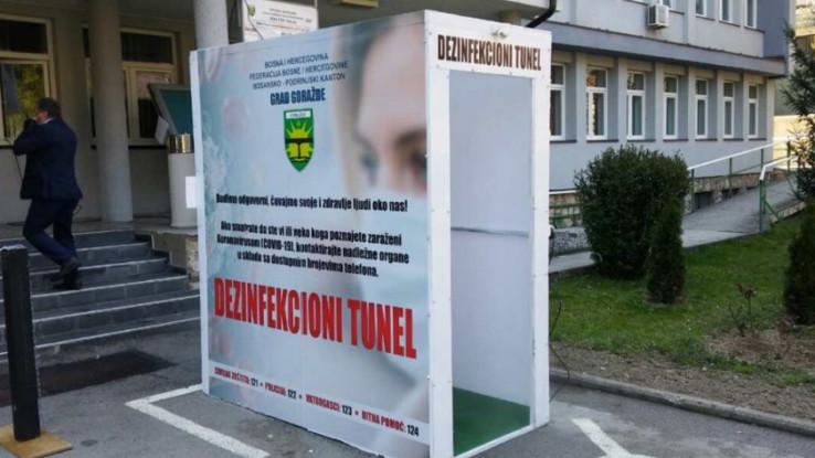 Dezinfekcijski tuneli ispred Doma zdravlja i Gradske uprave