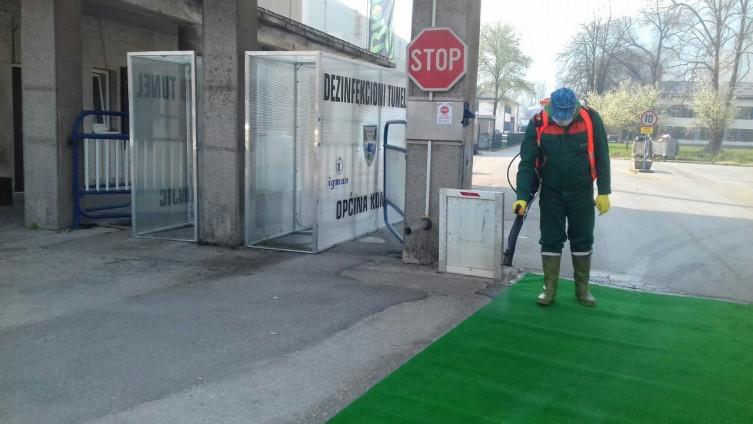 Ispred firmi postavljeni dezinfekcioni tuneli
