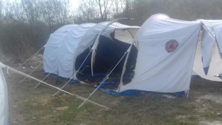 Šatori uništeni - Avaz, Dnevni avaz, avaz.ba
