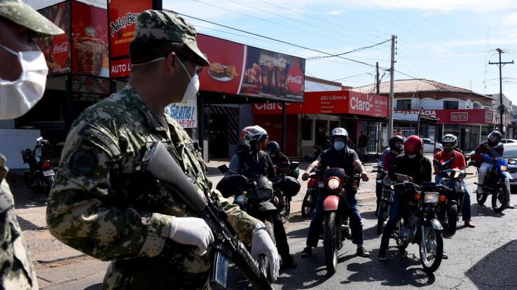 Policija i vojska paze na ulice i trgovine