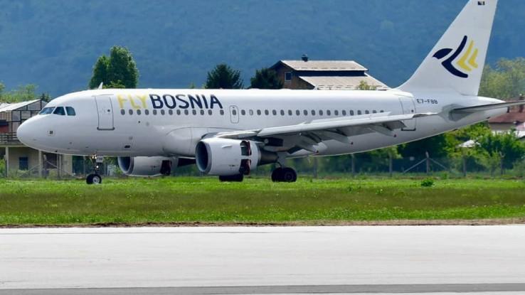 """Avion kompanije """"FlyBosnia"""" iz Šangaja dopremit će zaštitne maske, zaštitne vizire i rukavice"""