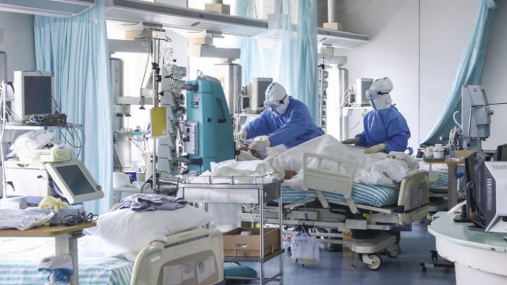 U SAD je u posljednja 24 sata preminulo 2.569 osoba