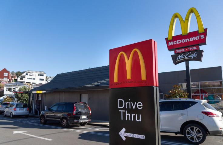 Kolone ispred McDonald'sa
