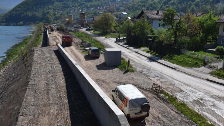 Izgrađen nekoliko metara visok zid