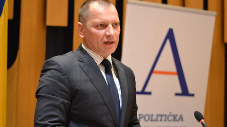 Zlatko Miletić: Pojedini zvaničnici se ponašaju poltronski