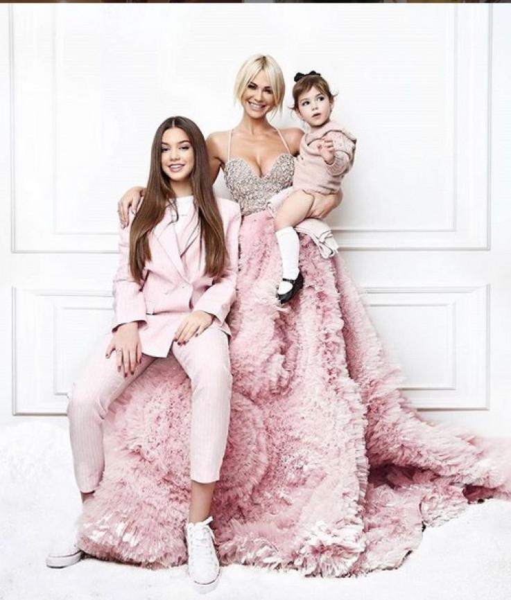 Nataša Bekvalac s kćerkama