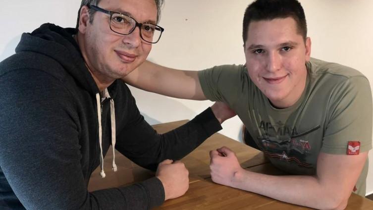 Vučić objavio fotografiju sa sinom