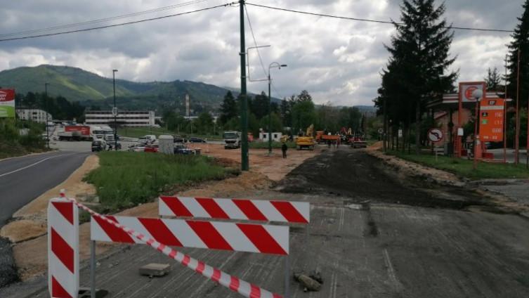 Izvođač radova napravio je zaobilaznicu, tako da radovi ne usporavaju saobraćaj