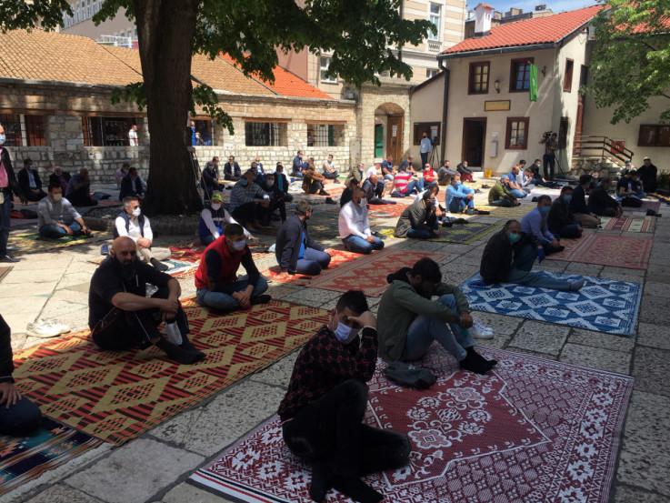 I u džamijama se namazi odvijaju po preporukama - Avaz, Dnevni avaz, avaz.ba