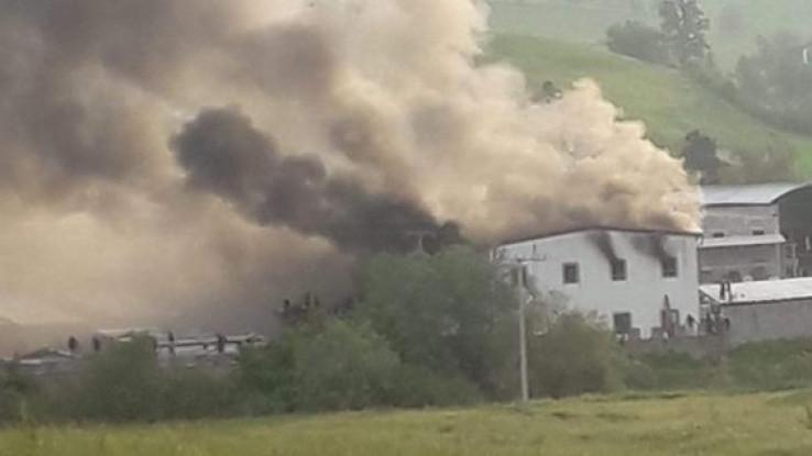 Izgorejele hale kod  kampa Miral u Velikoj Kladuši