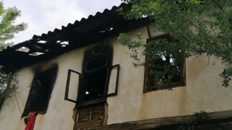 Zapalili kuću partizanskog komandanta Zuhdije Žalića