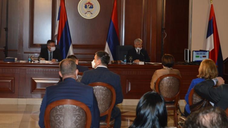 Poslanici NSRS su jučer na 13. posebnoj sjednici jednoglasno usvojili Odluku o ukidanju vanrednog stanja