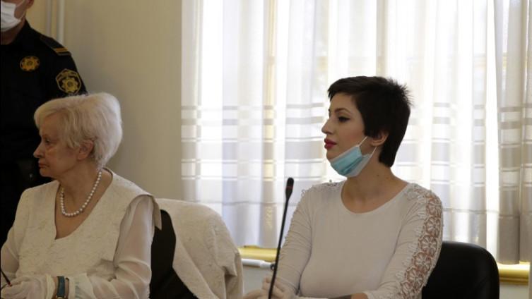 Detalj iz sudnice: Hindić sa svojom braniteljicom, Nadom Dalipagić