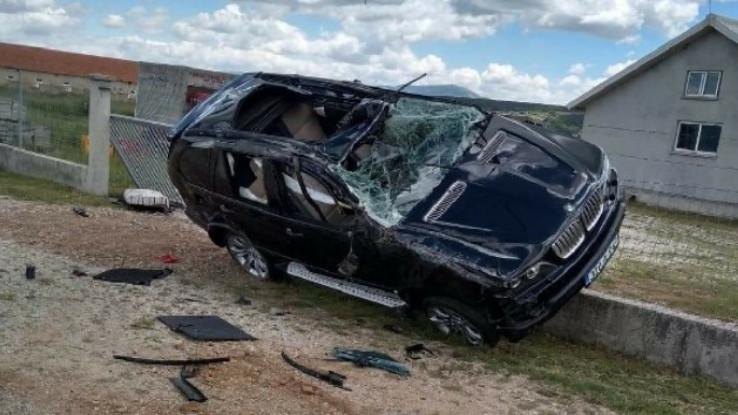 BMW potpuno uništen, vozač teže povrijeđen