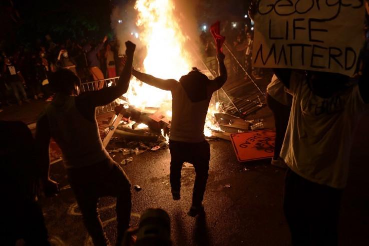 Neredi ispred Bijele kuće
