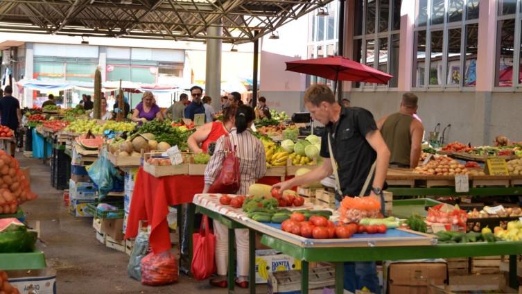 Cijene voća i povrća na tržnicama papreno visoke