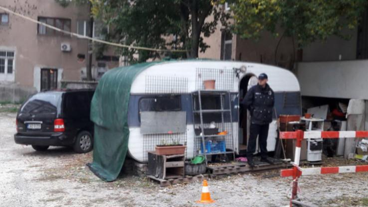 Kamp-prikolica u ulici Sutjeska