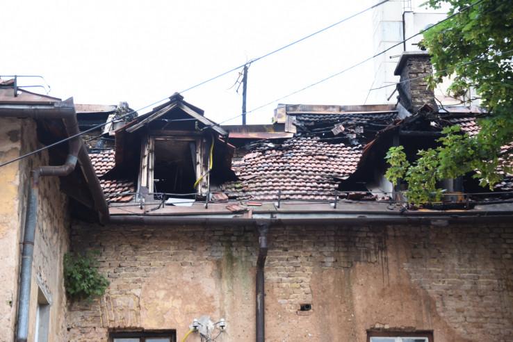 Beba bačena s krova