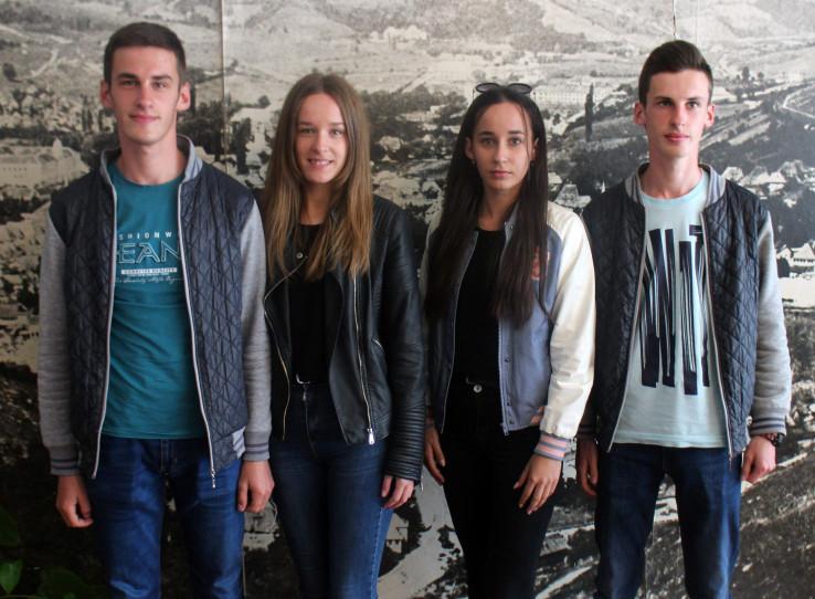 Braća i sestre odlični su učenici - Avaz, Dnevni avaz, avaz.ba