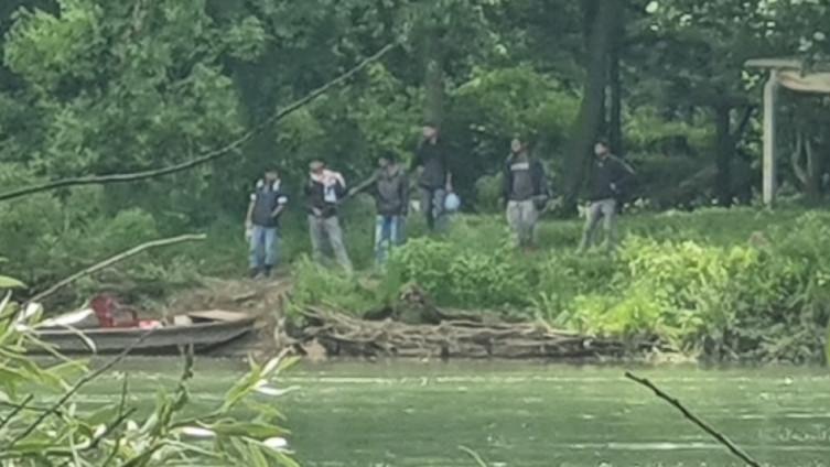 Migranti na obali Drine u Srbiji