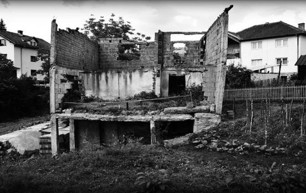 28 godina od Žive lomače: Natjerali ih u kuću koju su zapalili, pa pucali u one koji su pokušali pobjeći - Avaz, Dnevni avaz, avaz.ba
