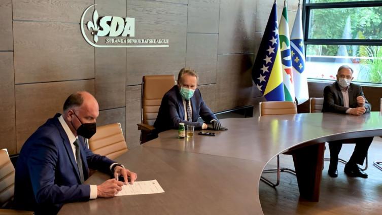 Kamenjaković  potpisao pristupnicu