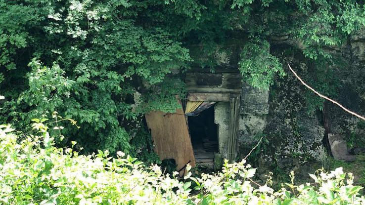 Ulaz u pećinu u kojoj Žarko spava